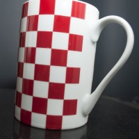How many cubes in this cup (both red and white)?