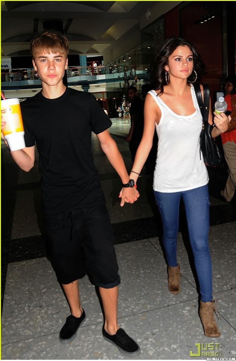Justin Bieber & Selena Gomez Holding