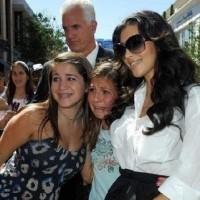 Kim Kardasian Fan Photo Fail ...