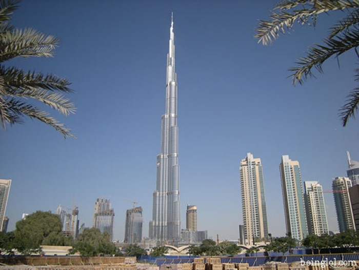 How many floors in burj khalifa ?