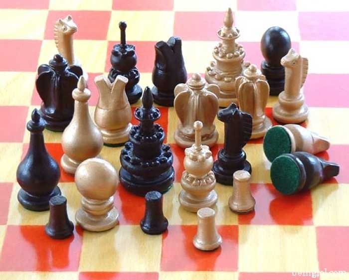 How many chess pieces are there?
