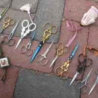 How many scissors are there?